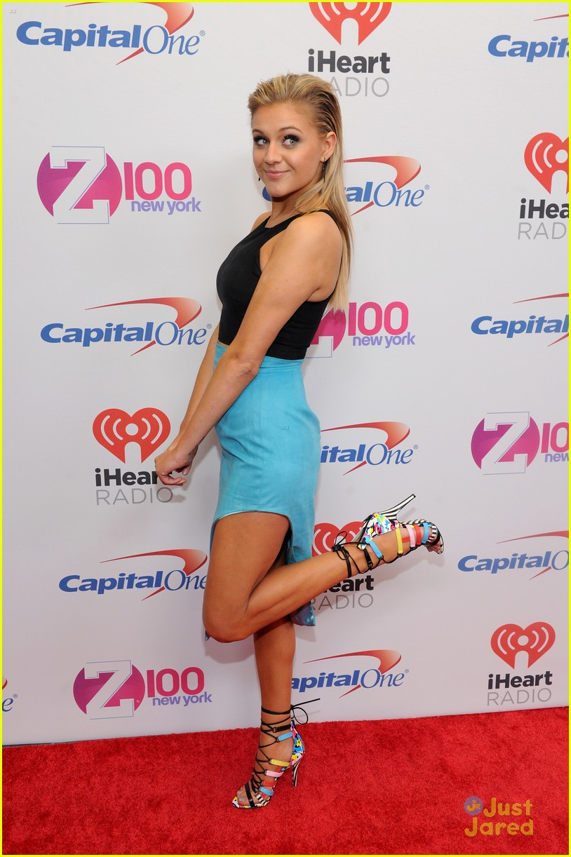 kelsea ballerini shay mitchell z100 jingle ball nyc 01