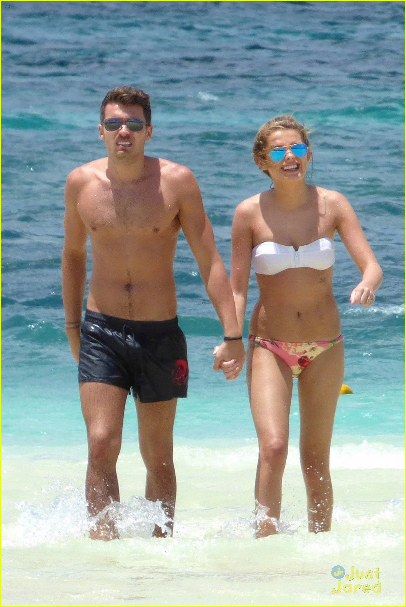 josh cuthbert chloe lloyd beach kiss bikini 06