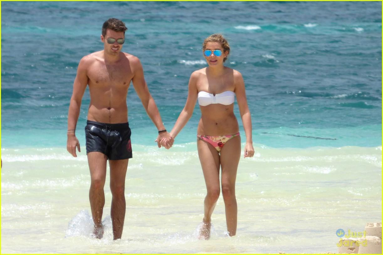 josh cuthbert chloe lloyd beach kiss bikini 09
