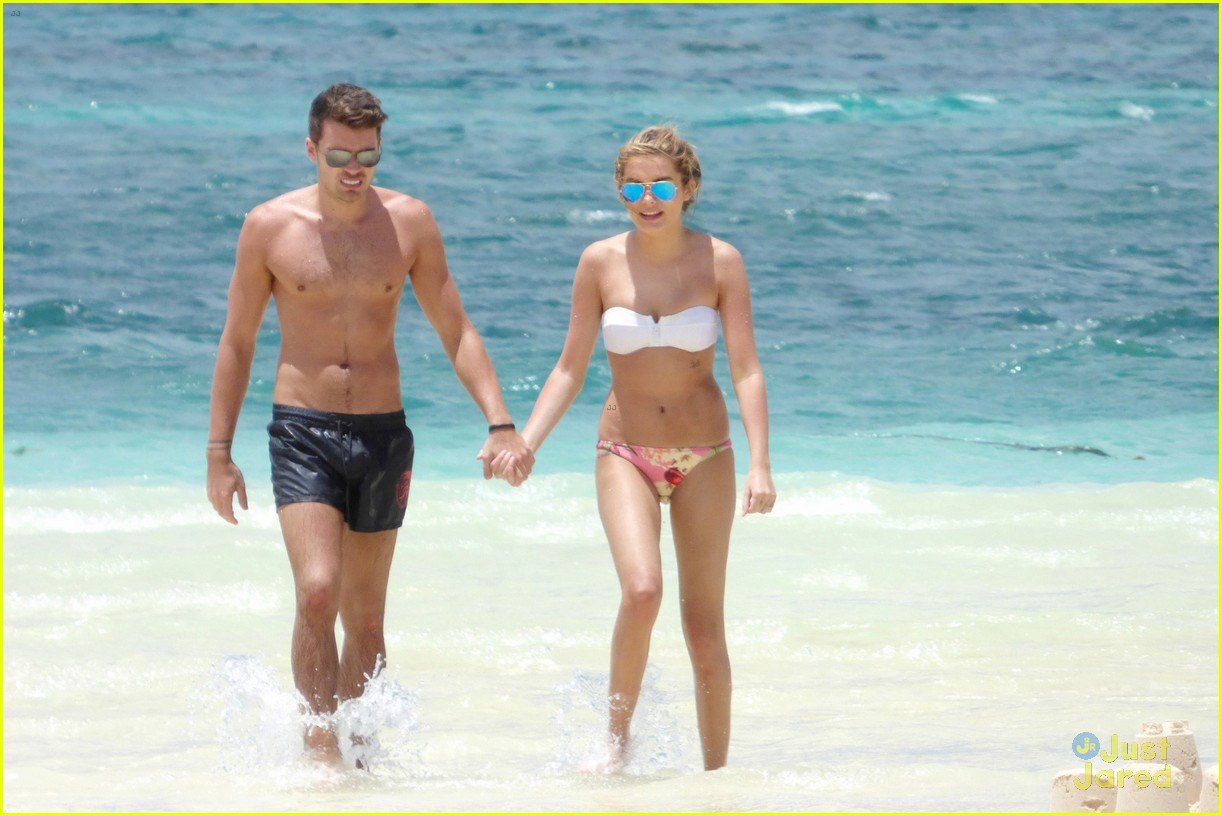 josh cuthbert chloe lloyd beach kiss bikini 12