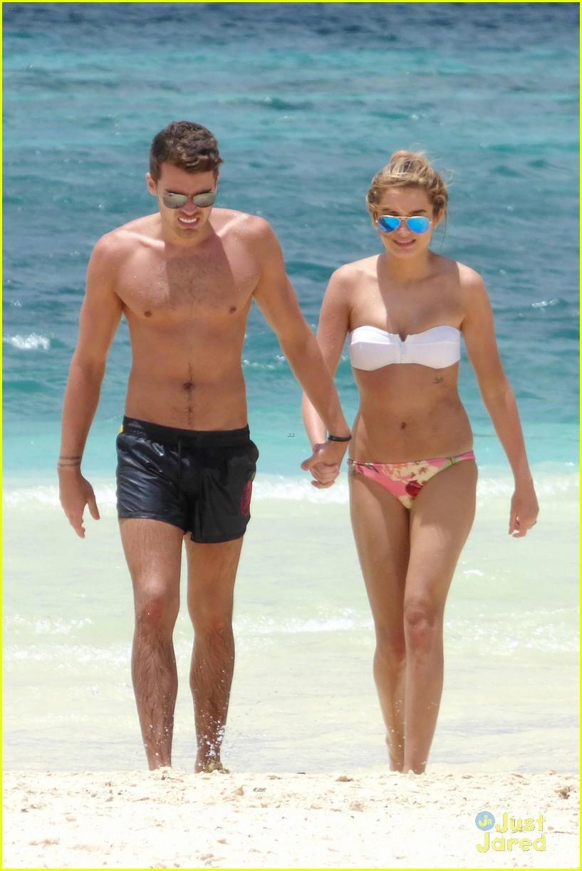 josh cuthbert chloe lloyd beach kiss bikini 13
