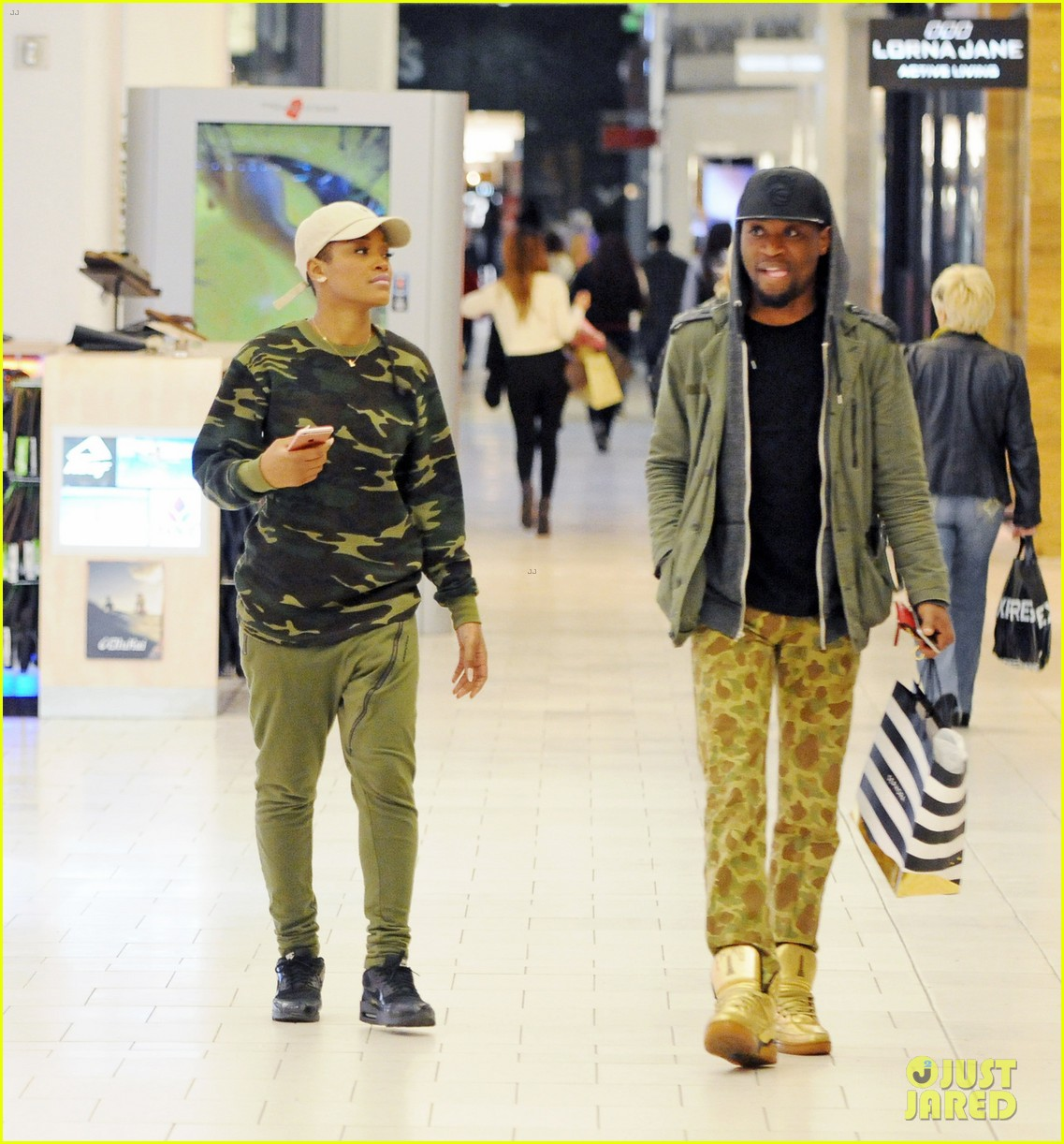 keke palmer camoflauge shopping mall 02