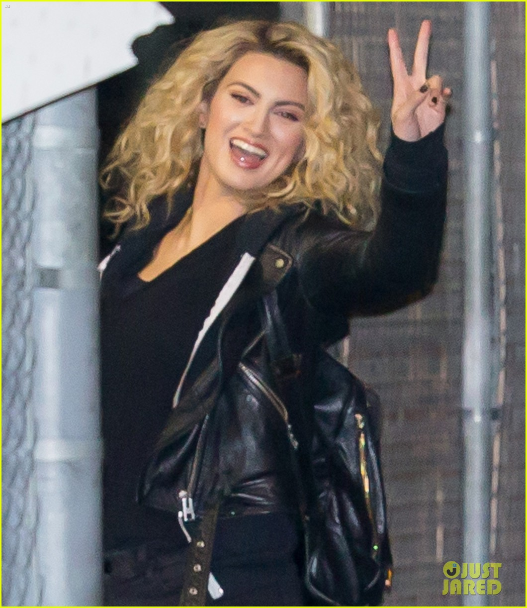 Tori Kelly Performs Funny For First Time On Jimmy Kimmel Live