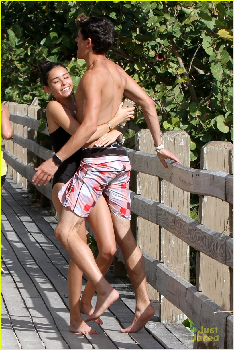 madison beer jack gilinsky piggy back beachside kiss nye 14