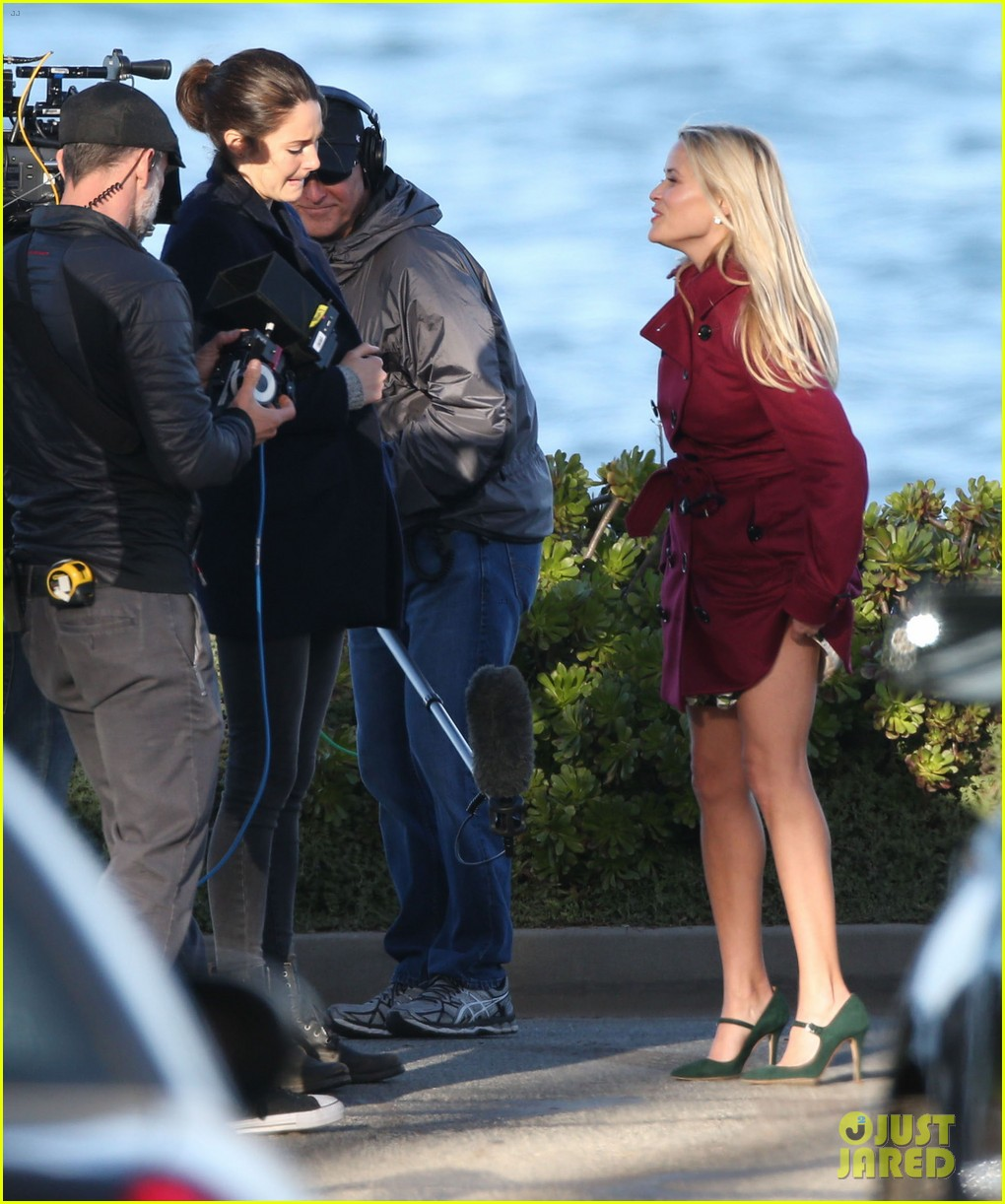 Shailene woodley shakes hands with reese witherspoon on big little shailene woodley reese witherspoon meet big little lies 18 m4hsunfo