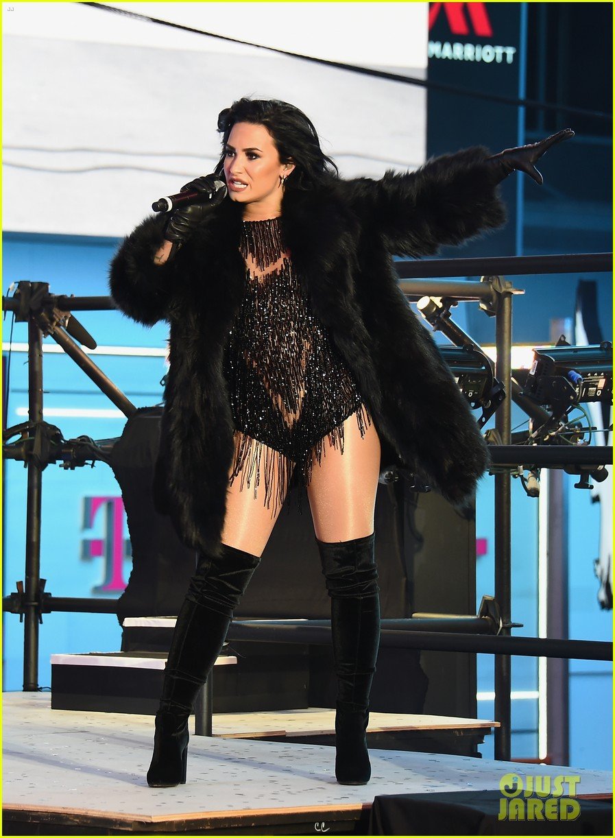 wilmer valderrama supports demi lovato on new years eve 01