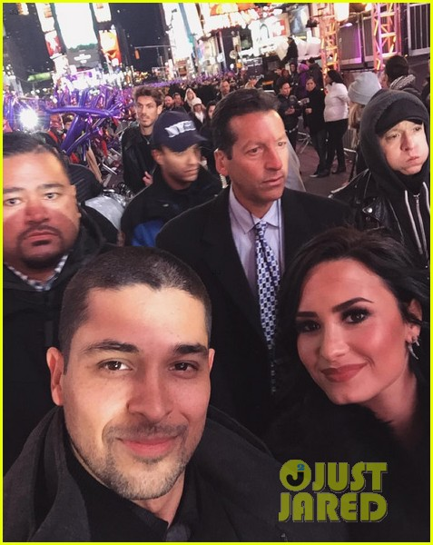 wilmer valderrama supports demi lovato on new years eve 04
