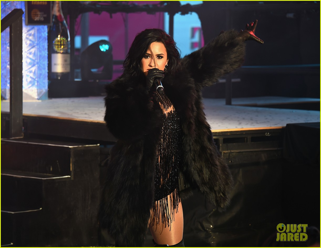 wilmer valderrama supports demi lovato on new years eve 06