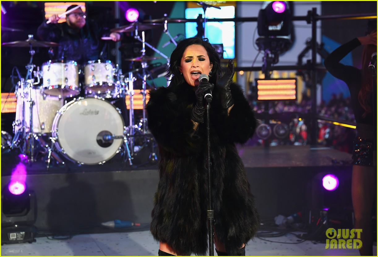 wilmer valderrama supports demi lovato on new years eve 21