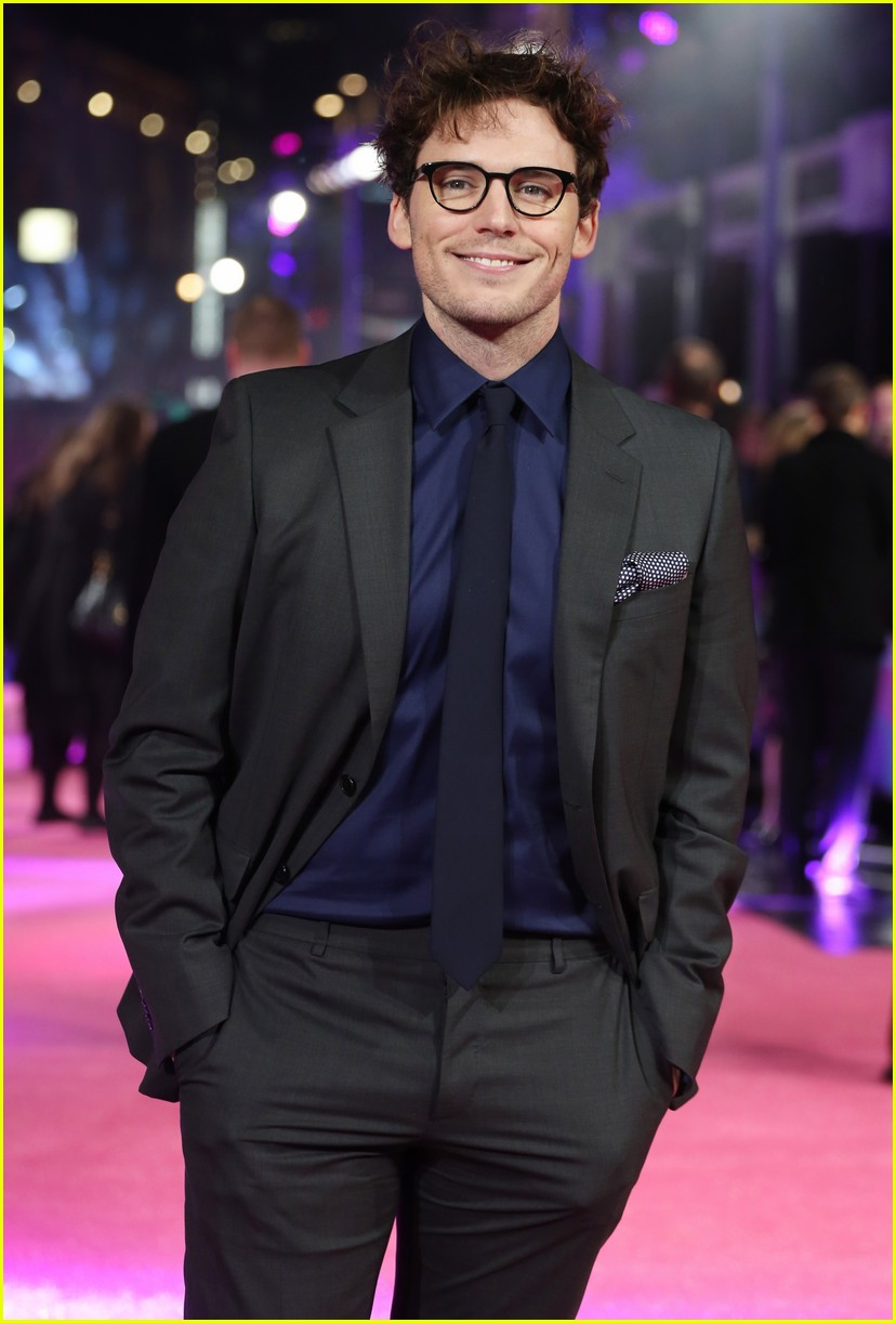 Sam claflin flashes a grin at how to be single premiere in london sam claflin how to be single premiere 11 ccuart Choice Image