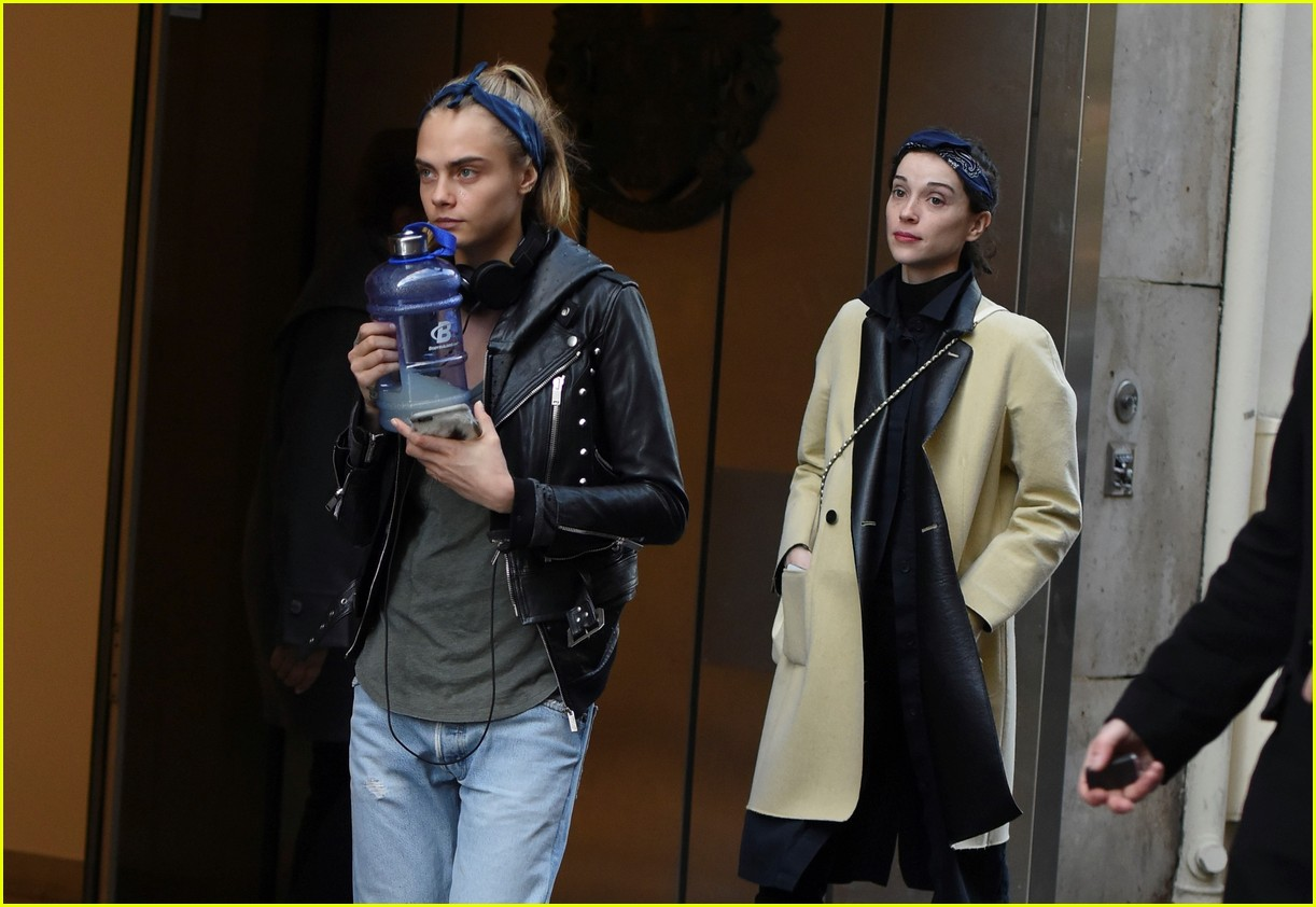 cara delevingne st vincent have romantic paris dinner 10
