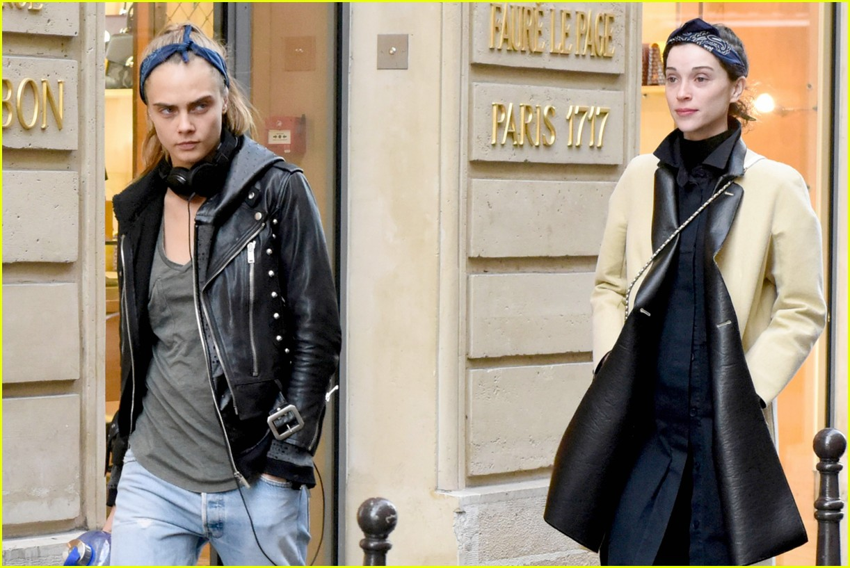 cara delevingne st vincent have romantic paris dinner 43