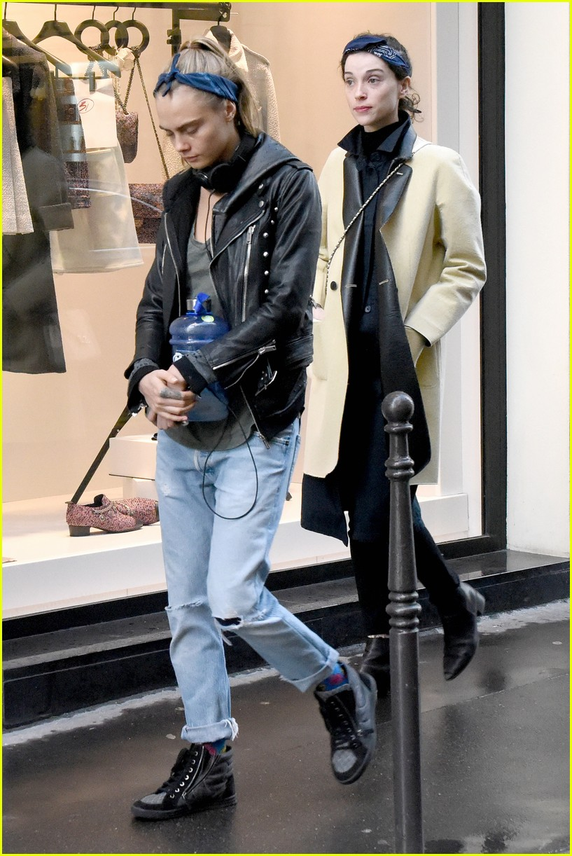 cara delevingne st vincent have romantic paris dinner 50