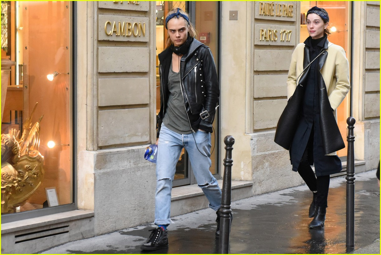 cara delevingne st vincent have romantic paris dinner 62