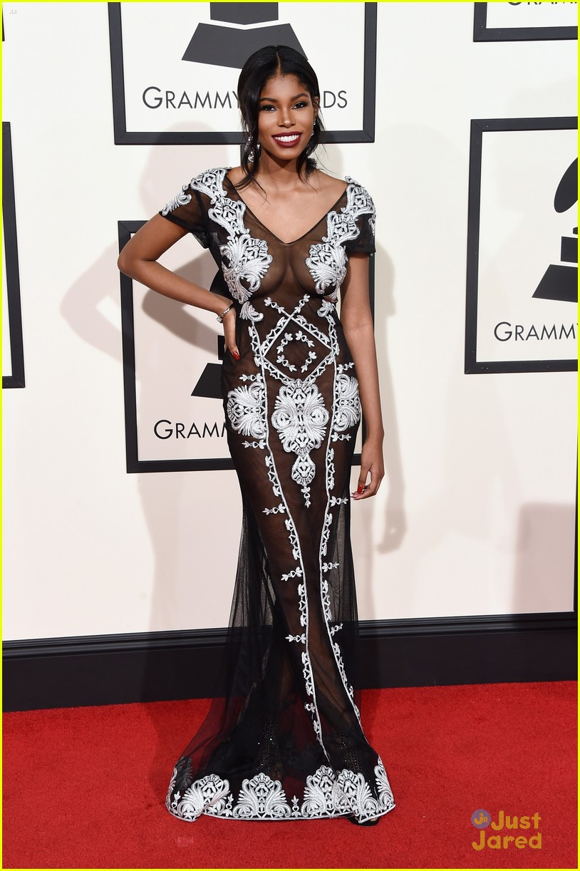 diamond white 2016 grammy awards red carpet 02