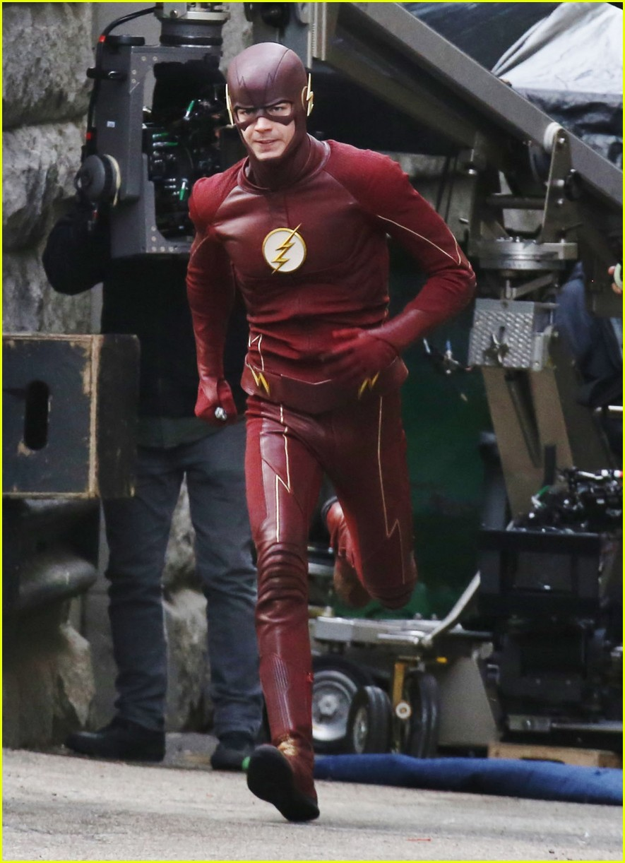 Grant Gustin Hares First Photos Fro Supergirls Crossover 03