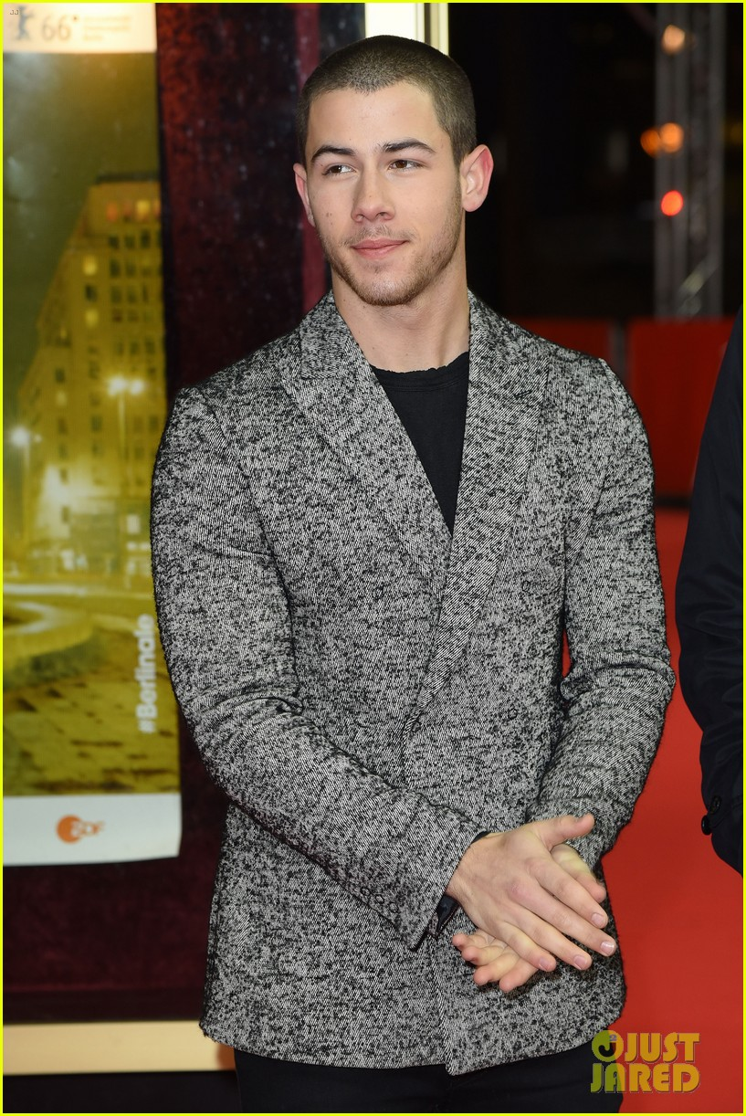 nick jonas thanks his bros for helping him 13