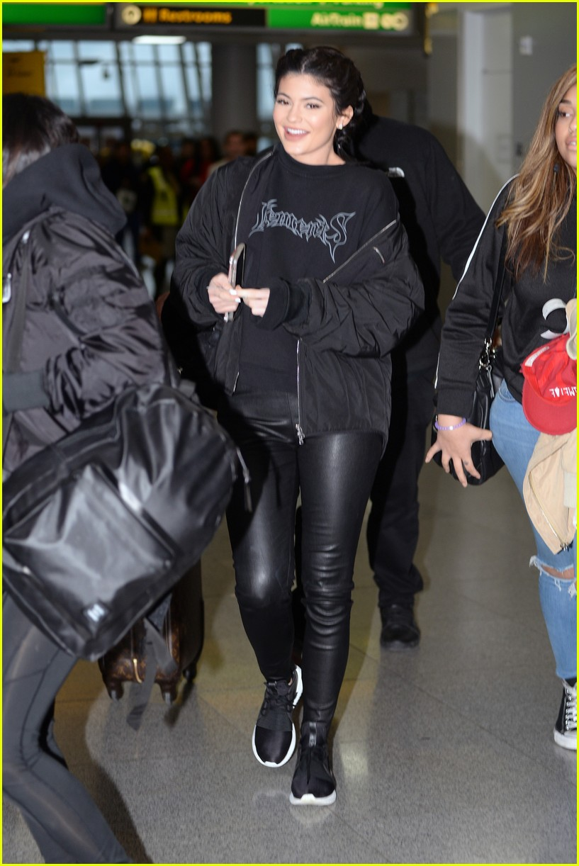 la meilleure attitude 52357 46fc1 Kylie Jenner Wears Adidas Shoes Just Hours After Puma Deal ...
