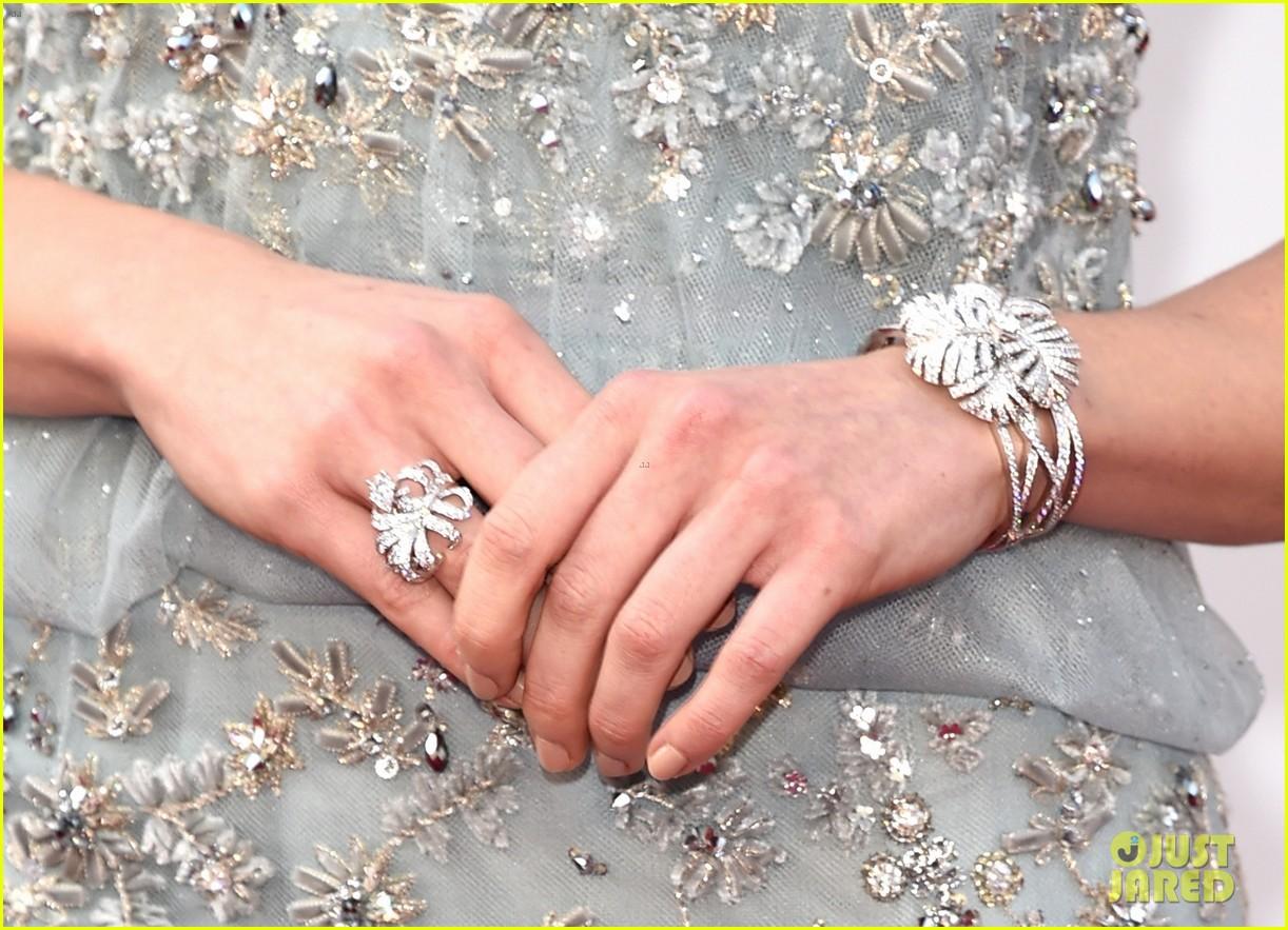 Star Wars Daisy Ridley Hits Oscars 2016 Red Carpet Photo 935557