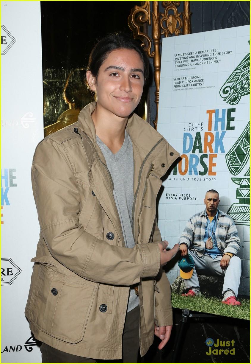 alycia debnam carey henrie bros dark horse premiere 07
