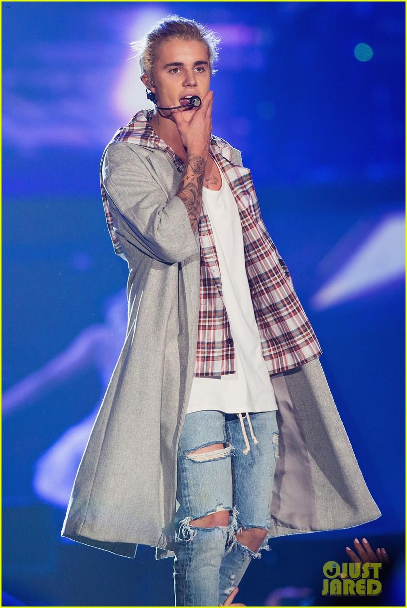 Justin Bieber Begins Purpose World Tour In Seattle Peep The