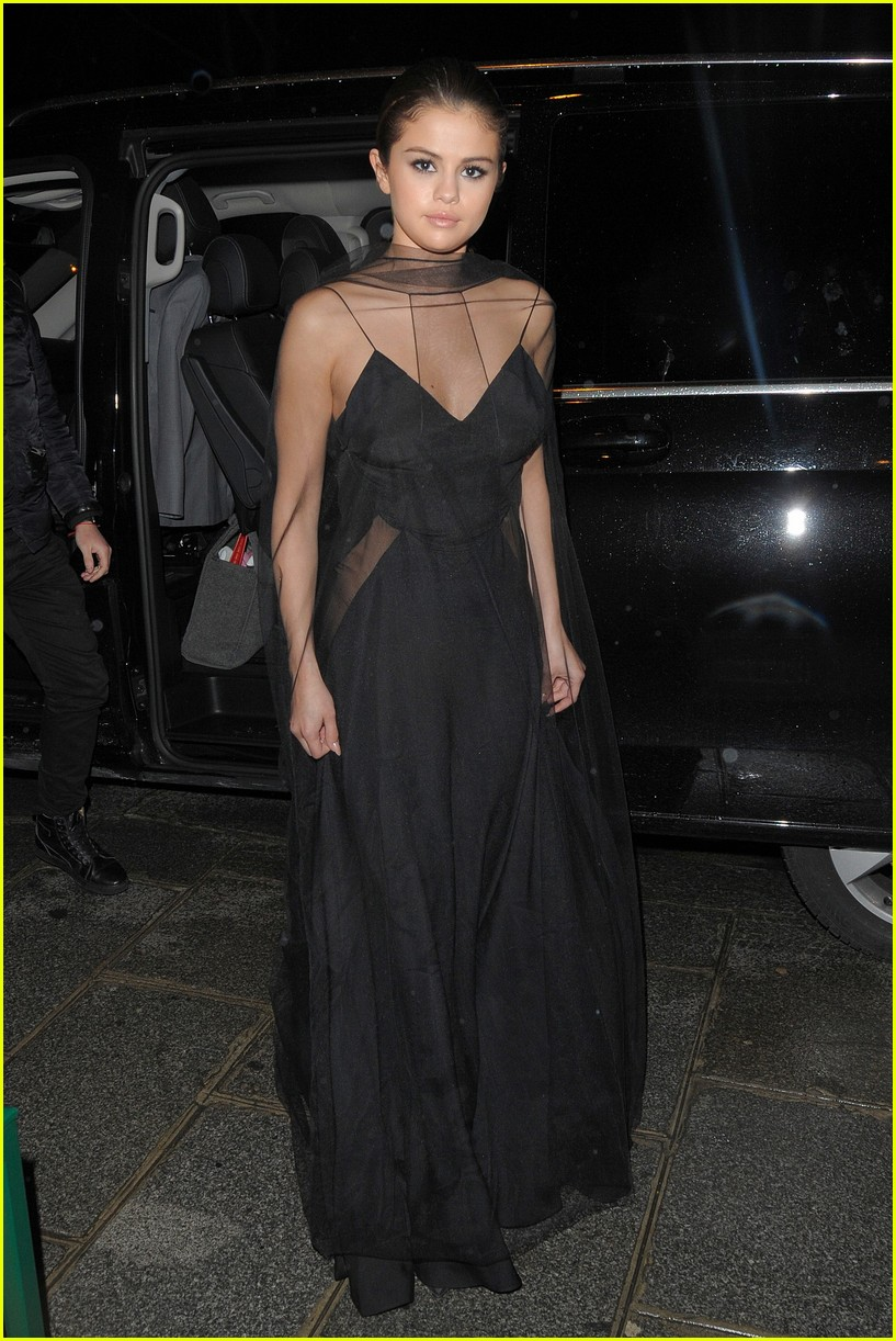 selena gomez alicia lv dinner 01