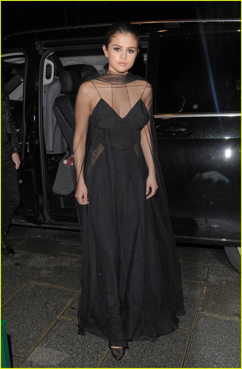 selena gomez alicia lv dinner 08