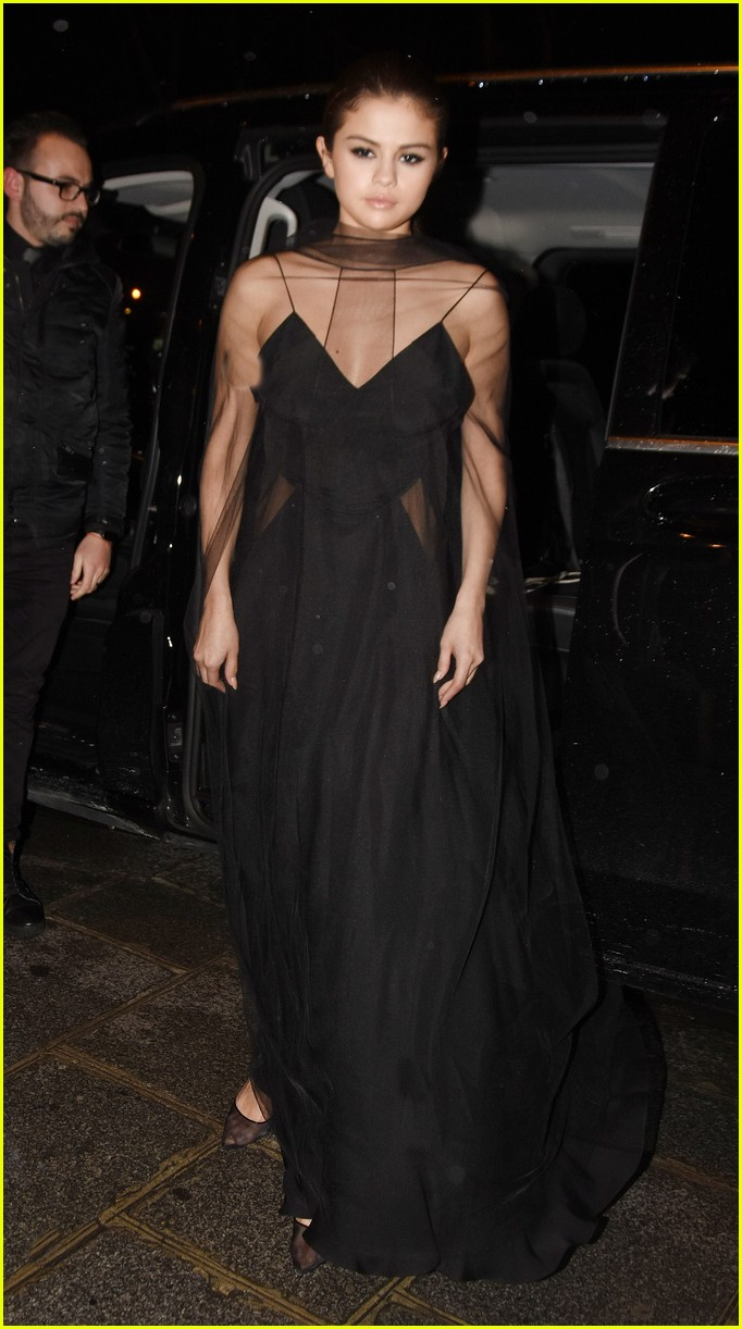 selena gomez alicia lv dinner 15