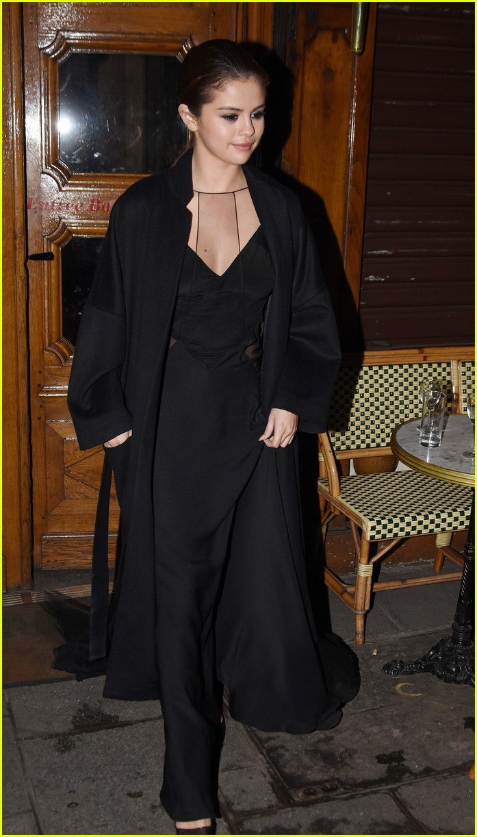 selena gomez alicia lv dinner 19