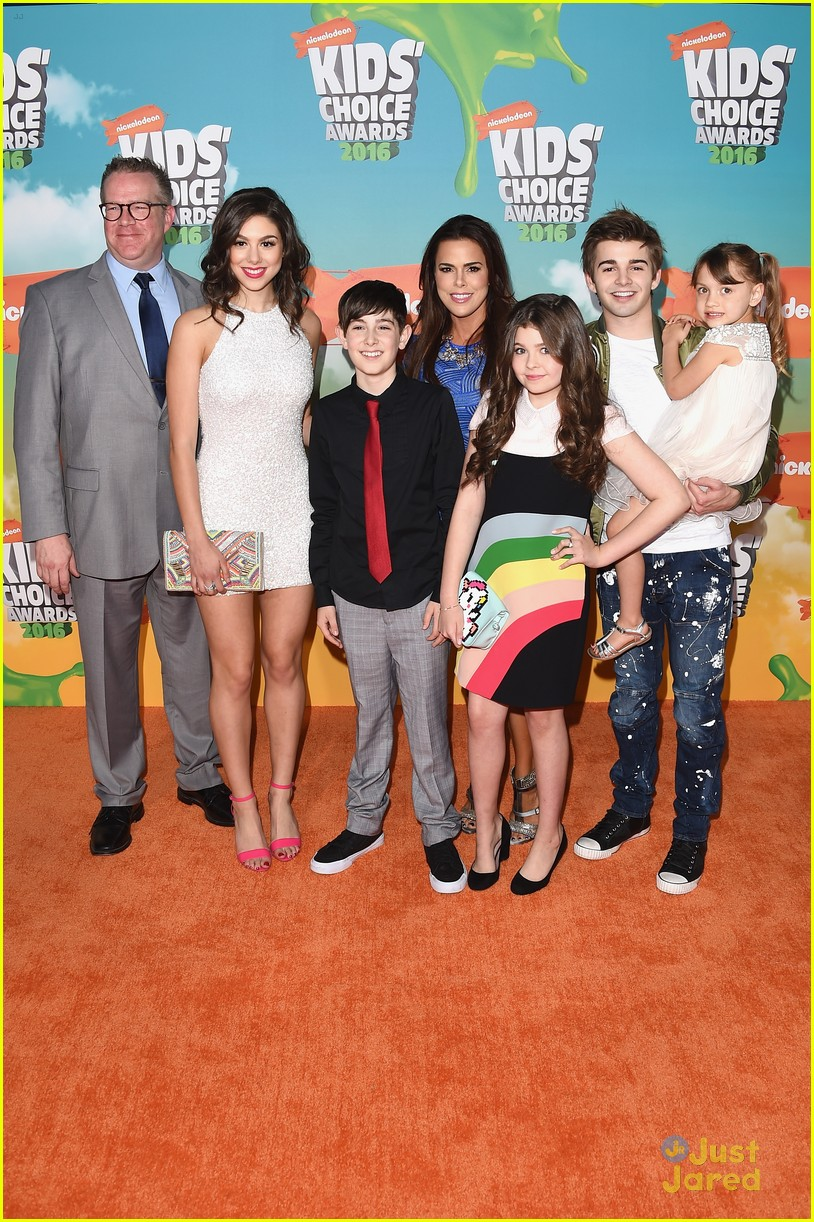 haley tju addison riecke 2016 kids choice awards 02