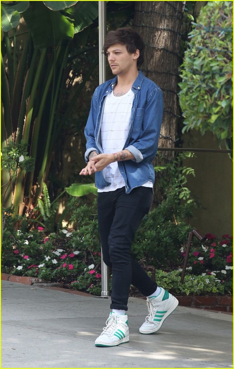 louis tomlinson visits danielle campbell hotel 08