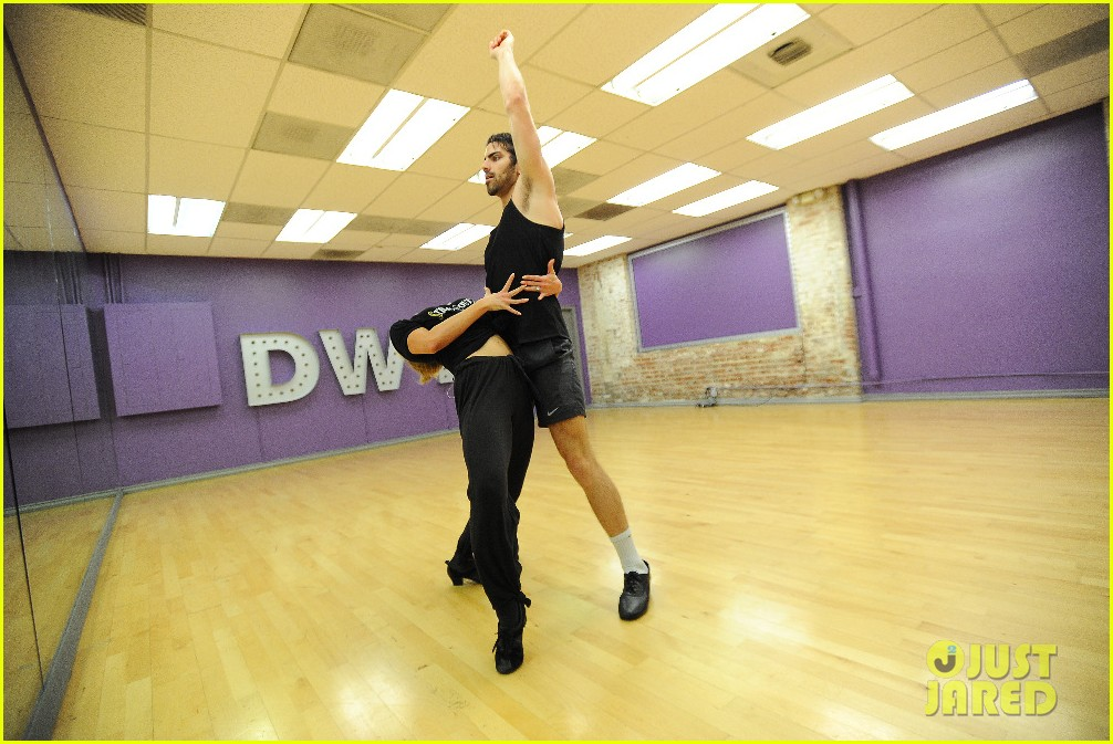 Nyle DiMarco Went to Hospital After 'DWTS' Rehearsal Injury | Photo