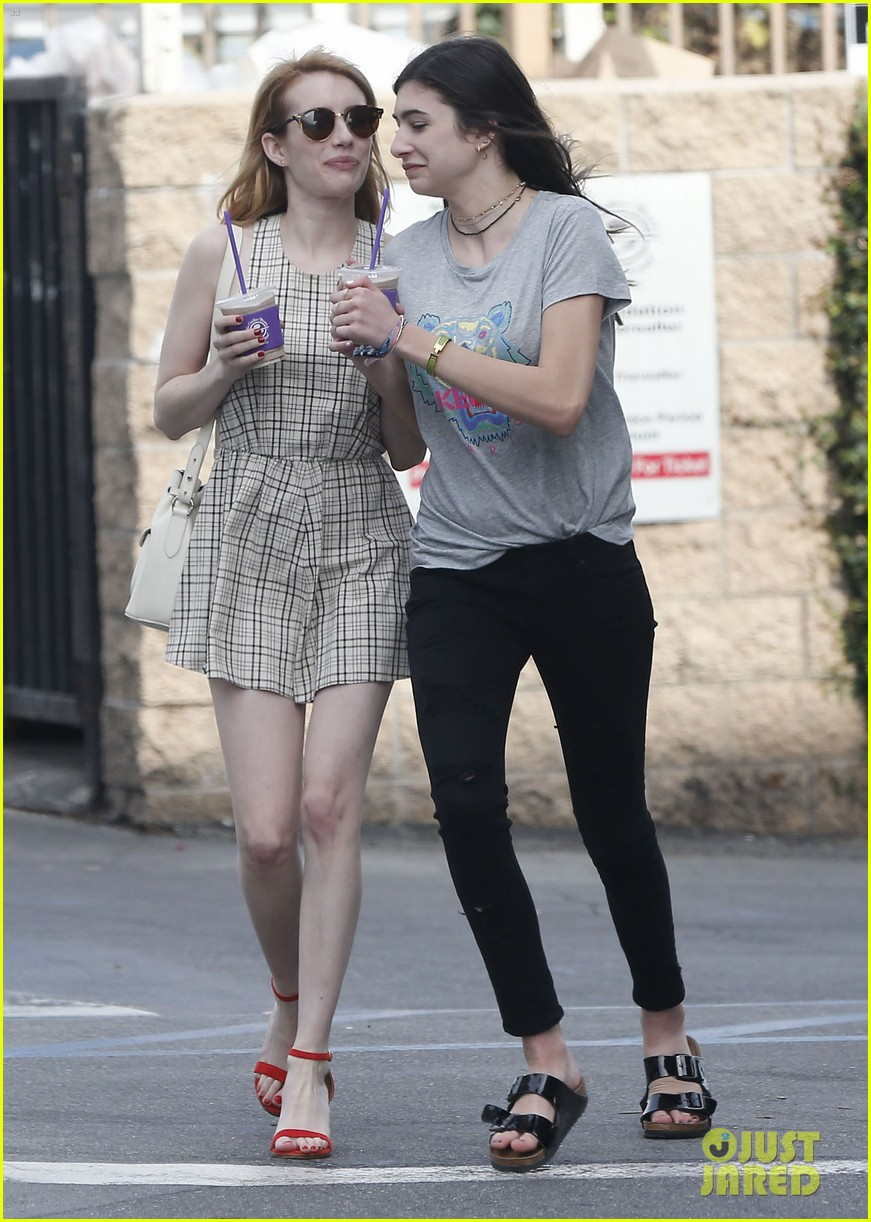 Emma Roberts Changes Up Her Hair Color Photo 947992 Photo