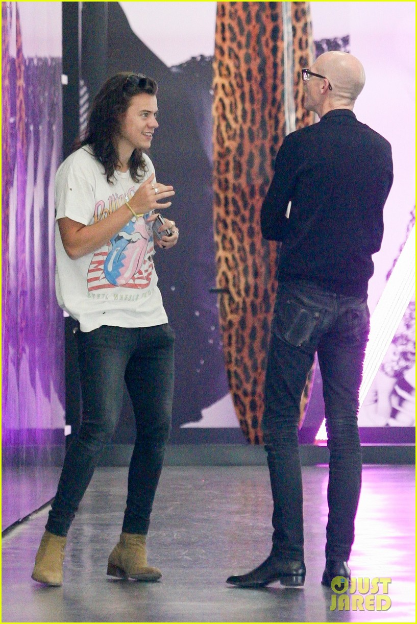73072dc1e889 Harry Styles Goes Shopping in Beverly Hills | Photo 946650 - Photo ...