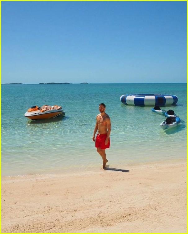 taylor swift calvin harris share pics from romantic beach vacation 07