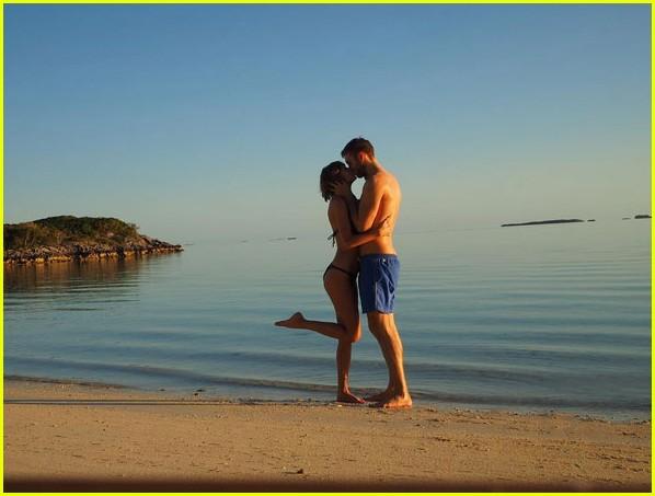 taylor swift calvin harris share pics from romantic beach vacation 08