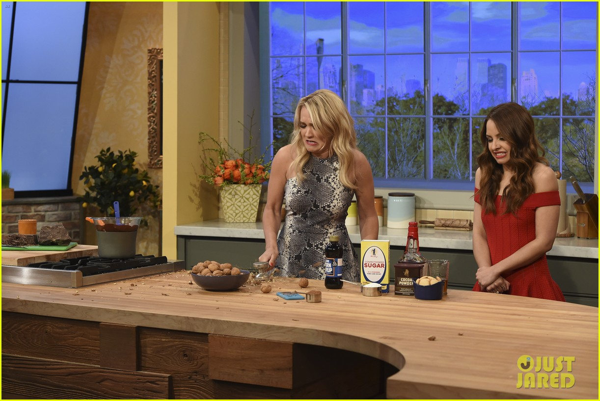 Gabi Meets Rachael Ray On Tonight S All New Young Hungry  # Gabriela Gez Muebles