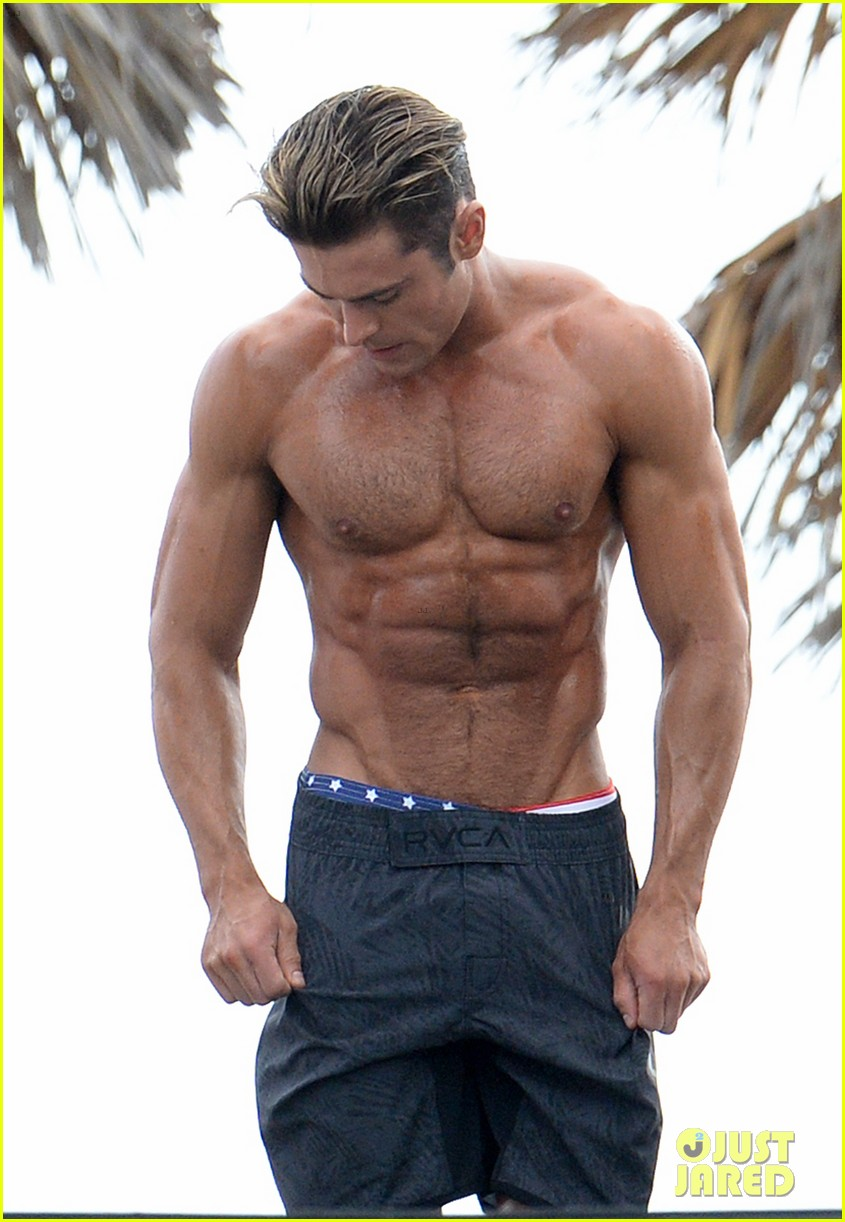 Zac Efron Puts His Chiseled Abs on Display for 'Baywatch ...