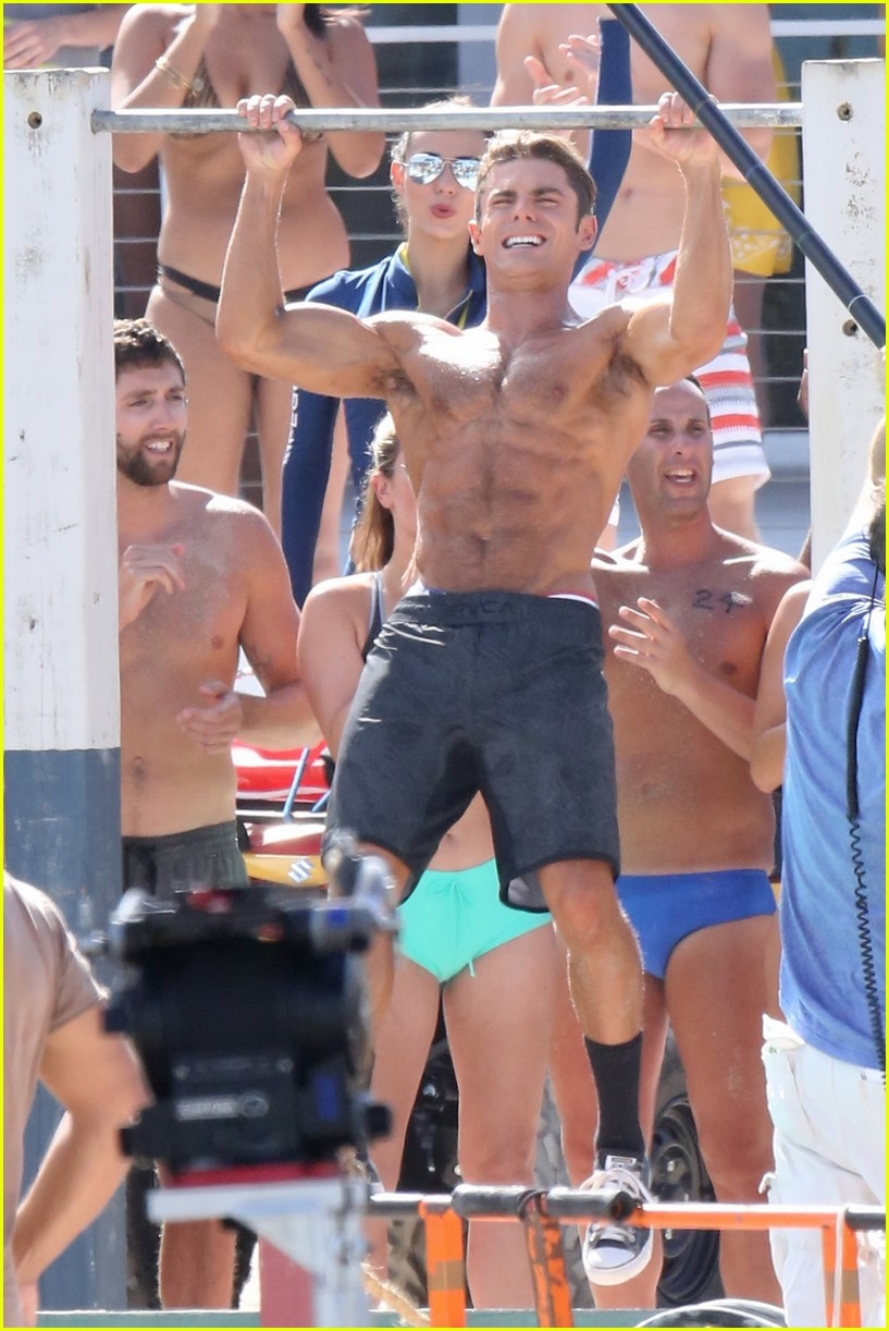 zac efron pull up contest baywatch 06