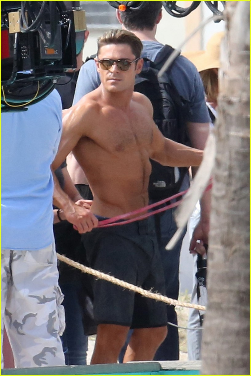 zac efron pull up contest baywatch 16