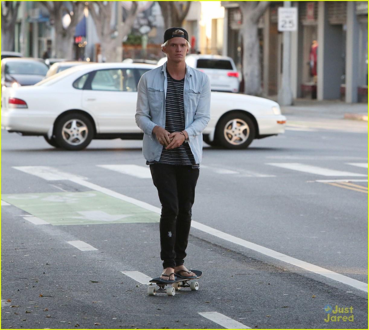 cody simpson skateboard alli 18th birthday 02