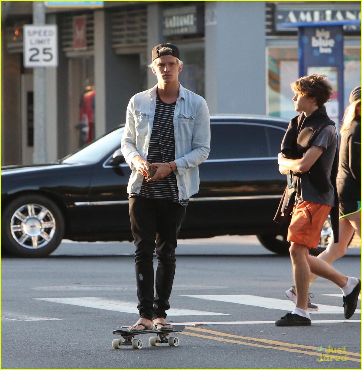cody simpson skateboard alli 18th birthday 04