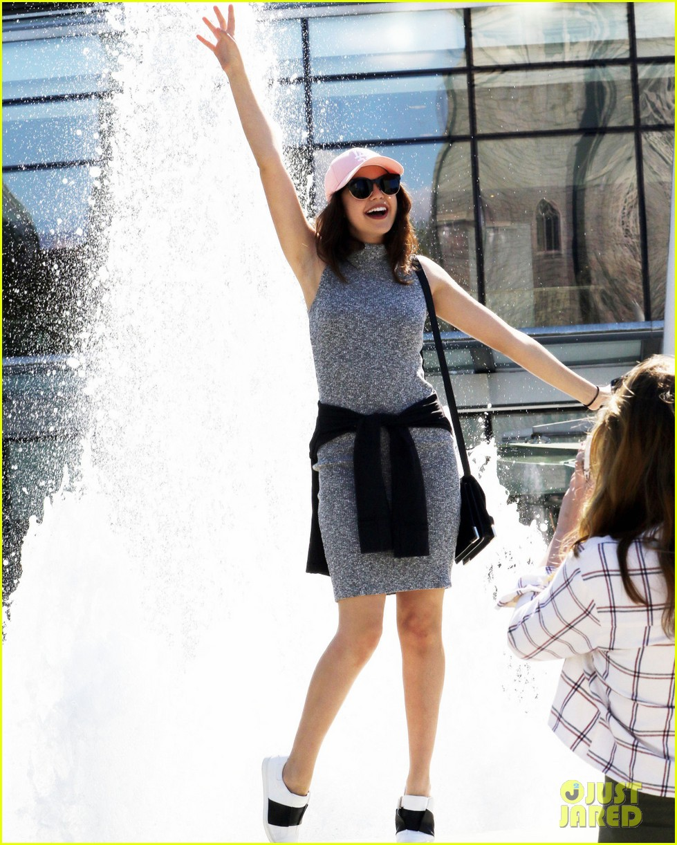 bailee madison mckaley miller sightseeing vancouver 01