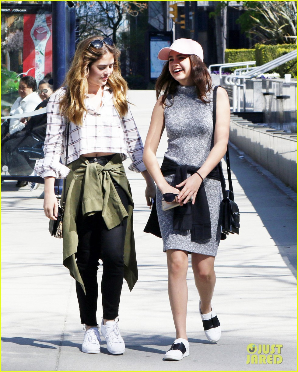 bailee madison mckaley miller sightseeing vancouver 03