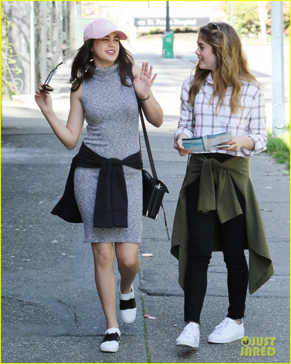 bailee madison mckaley miller sightseeing vancouver 04