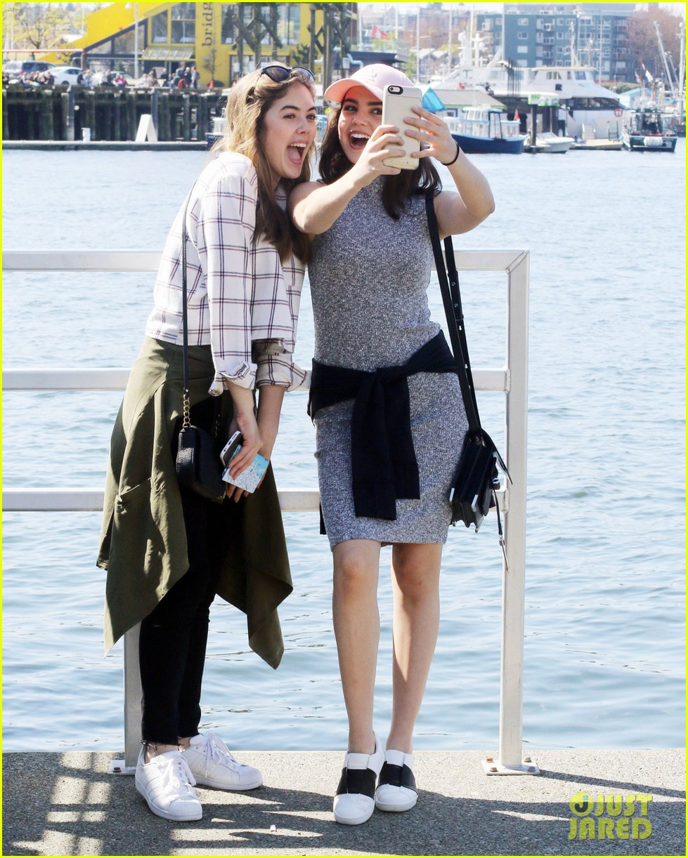 bailee madison mckaley miller sightseeing vancouver 05