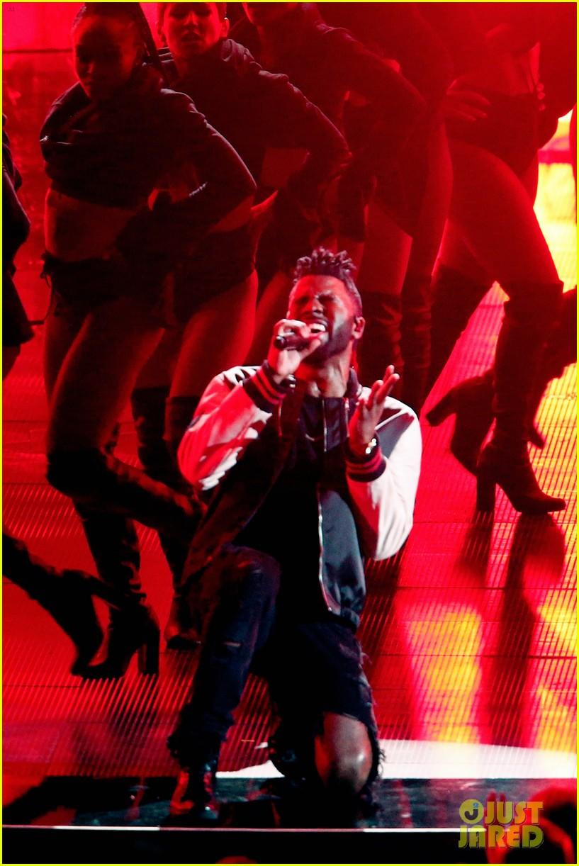 jason derulo performs iheartradio music awards 09
