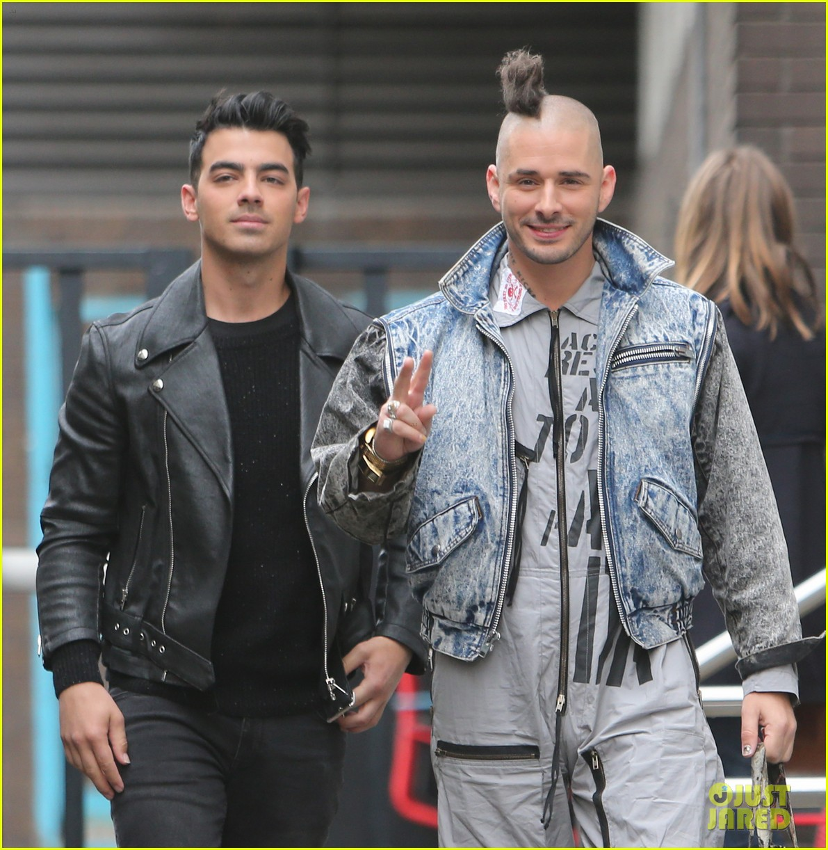 joe jonas cole whittle itv studio appearance 08