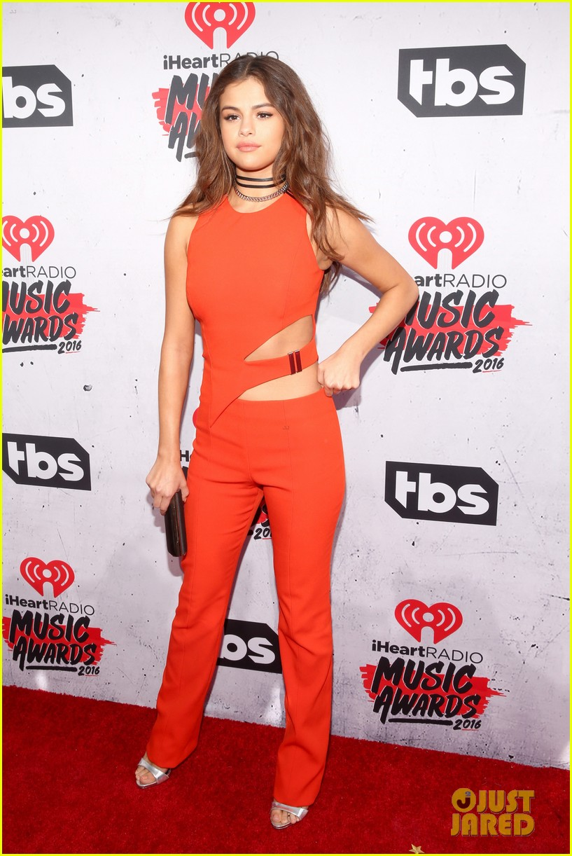 selena gomez iheartradio music awards 13