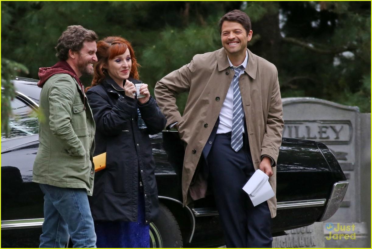 Jensen Ackles Jared Padalecki Hug It Out On Supernatural Set In